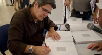 rafael acosta autografiando (Small)