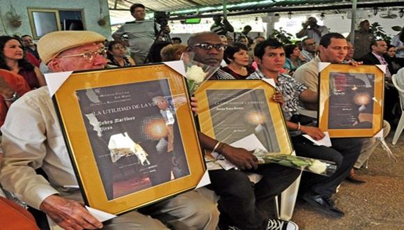 El pintor, Jesús Lara Sotelo, el periodista Pedro Martínez Pires y el dúo Buena Fe fueron algunos de los reconocidos. Foto: Roberto Garaicoa.
