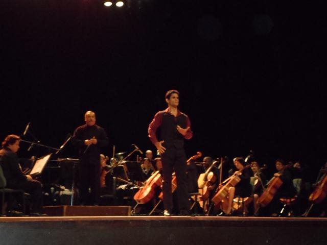El destacado primer bailarín Víctor Basilio Pérez en la Farruca del Moinero