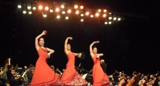 Tres bailarinas interpretan el Fandango de Doña Francisquita