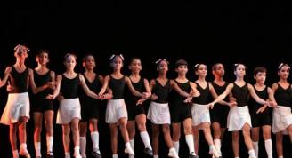 Desfile de los jóvenes estudiantes de ballet de Cuba