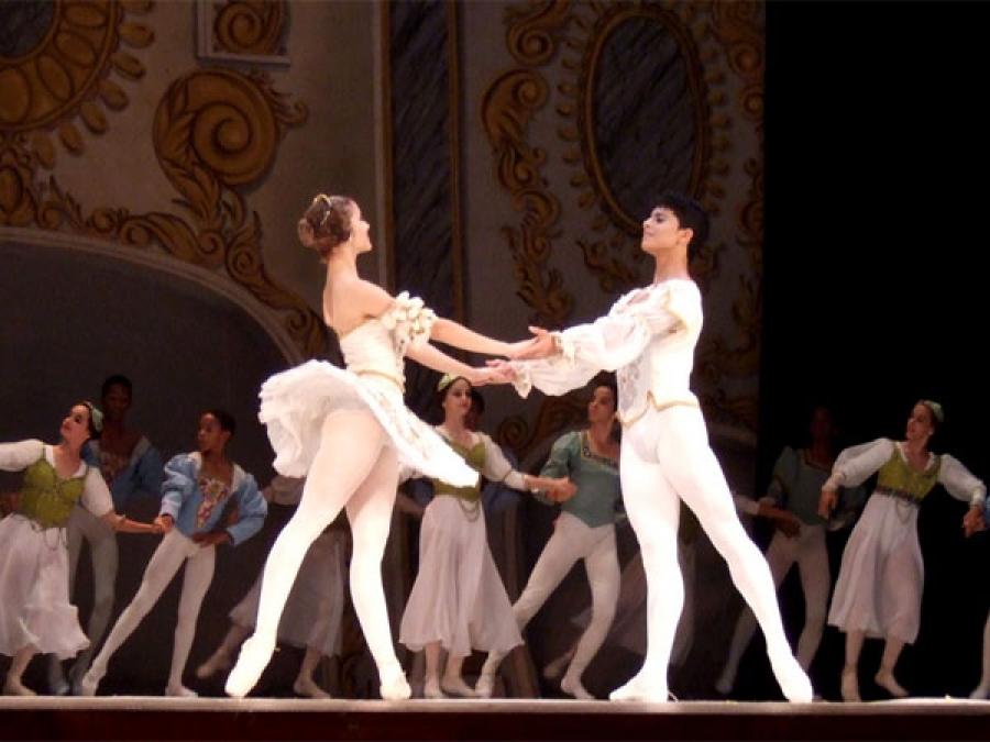 Estudiantes de ballet durante la función
