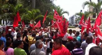 Protestas en parque frente a Embajada de Cuba en Panamá donde se encuentra busto de José Martí Foto: David Vázquez