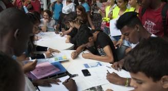 Adolescentes del Taller de Historietas dibujaron durante la celebración