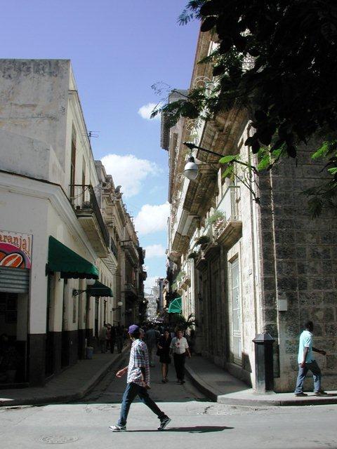4-Calle Obispo esquina a Cuba, hoy