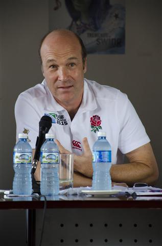 El Excelentísimo Embajador de Gran Bretaña en la Isla, Señor Tim Cole