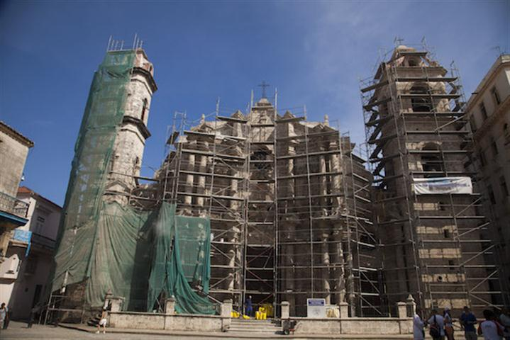 La Catedral bajo reparación (Foto tomada de Cubadebate)