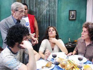 Los actores Verónica Lynn, Broselianda Hernández e Isamel Diego en una escena del filme con Enrique Pineda Barnet