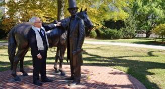 Eusebio Leal recorre lugares históricos de Estados Unidos, en el Lincoln´s Cottage