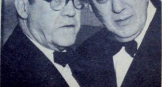 """Dos grandes de la música cubana: el maestro Gonzalo Roig abraza al maestro Lecuona (emocionadísimo) con el homenaje nacional que le fue rendido al autor de """"María la O"""", con motivo Bodas de Oro con la música"""