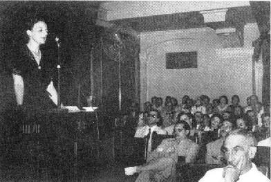 María Zambrano en el Aula Magna de la Universidad de La Habana. Septiembre de 1943