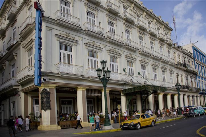 Hotel Inglaterra donde antiguamente se encontraba La Acera del Louvre