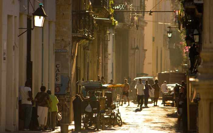 habana-vieja-calle-atardecer-claucamps_1
