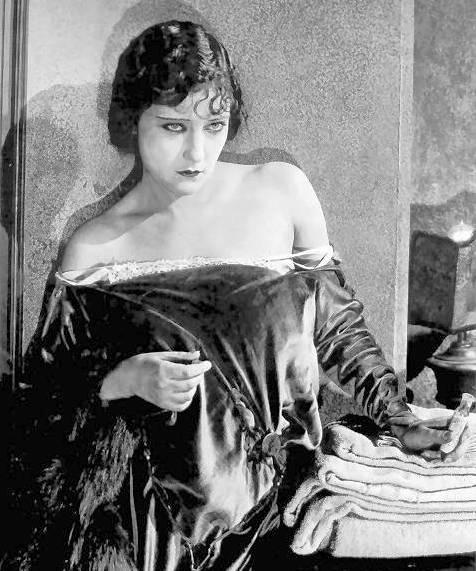 photo-movie-still-gloria-swanson-dishevelled-in-velvet-dress-1920s