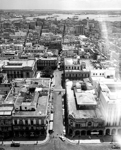 Calle Teniente Rey en 1953 vista desde el Capitolio
