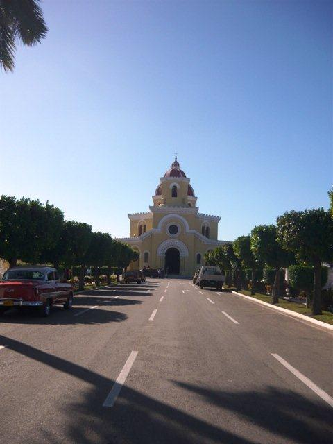 Avenida y Capilla Central C. Colón