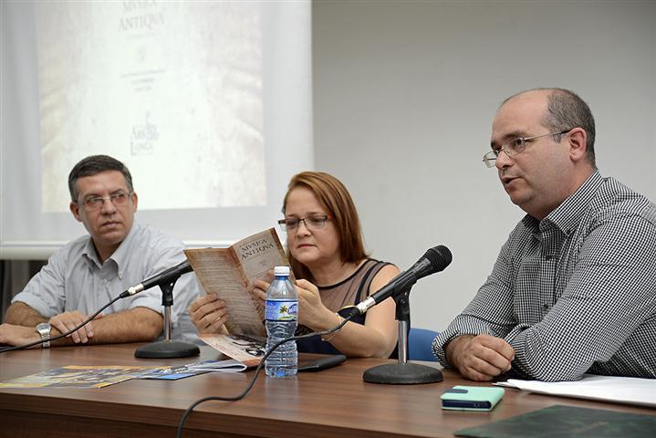 Félix Julio Alfonso, coordinador asistente del Colegio Universitario de San Gerónimo, Teresa Paz y Alan López, directores de Ars Longa