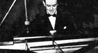 Ernesto Lecuona anate el piano