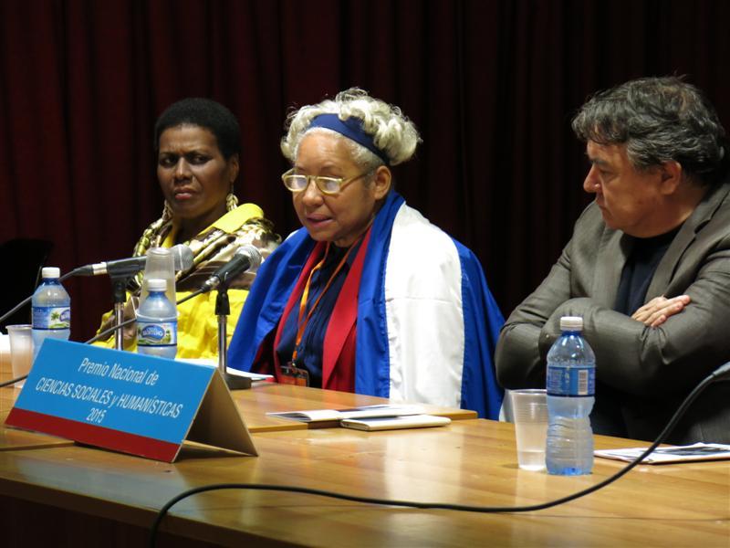Ana Cairo junto a Julián González, Ministro de Cultura, y Zuleica Romay, Presidenta del Instituto Cubano del Libro