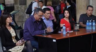 De izquierda a derecha, Mylena Suárez, directora de Boloña; Elio Fidel López Velaz, presentador; Ernesto Fidel Domínguez Mederos, autor; Claudia Hernández, diseñadora, y Armando Chiong, editor