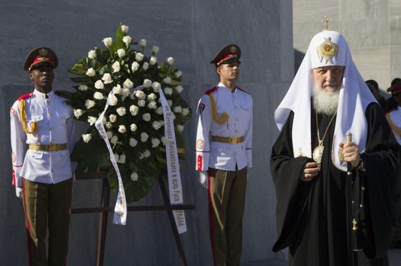 El Patriarca Kirill rinde homenaje al Héroe Nacional José Martí, en el Memorial que lleva su nombre, en La Habana. Foto: Ismael Francisco/ Cubadebate