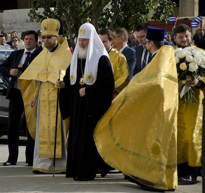 patriarca a su llegada a la iglesia 2 (Medium)