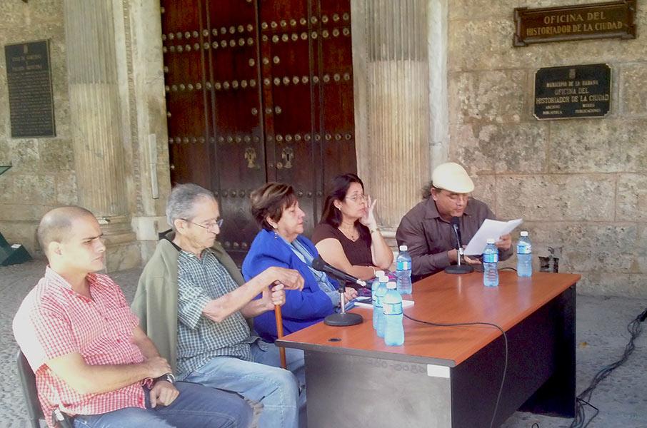 Joyce Hidalgo Gato, Ambrosio Fornet, Elina Miranda, Vitalina Alfonso y José Antonio Baujín durante la presentación
