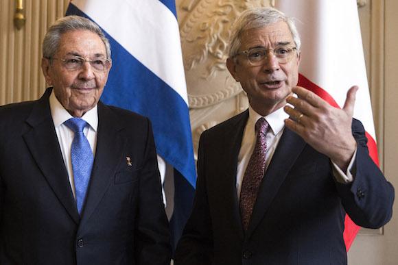 Raúl dialogó también con el Presidente de la Asamblea Nacional de Francia, Claude Bartolone (Foto: AP/ Pool)