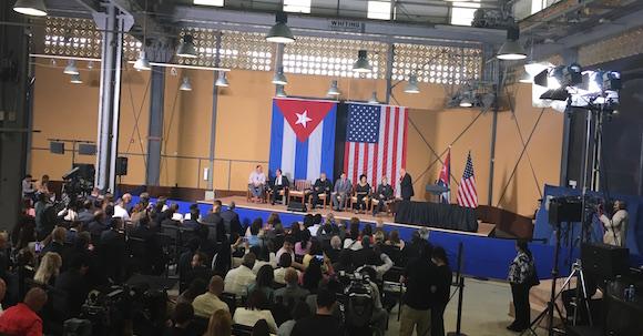 Un momento de los paneles del Foro Empresarial EEUU-Cuba, antes de la llegada de Obama. Modera: Reinaldo Traladrid, periodista de la Mesa Redonda.