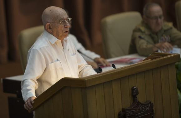 El Segundo Secretario José Ramón Machado Ventura presentó el orden día del VII Congreso del Partido. Foto: Ismael Francisco/ Cubadebate