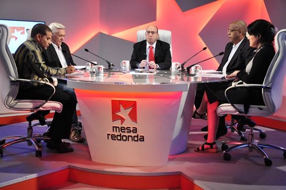Sobre el venidero Congreso del Partido Comunista de Cuba se habló en la Mesa Redonda de este jueves. Foto: Roberto Garaicoa / Cubadebate.