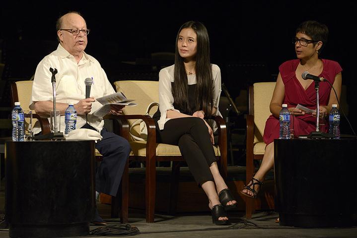 Salomón Gadles Mikowsky junto a Jiayin Li, una de sus discípulas, y Miriam Escudero, coordinadora del evento