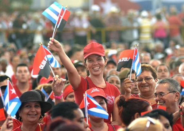 El pueblo espirituano partícipe del emotivo encuentro en la Plaza de la Revolución Mayor General Serafín Sánchez Valdivia. (Foto: Abel Rojas)