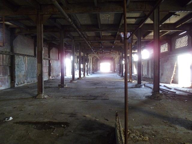 Muelle y almacén