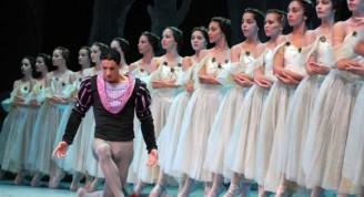 Yanni-Garcia-y-el-cuerpo-de-baile-del-Ballet-de-Camagüey