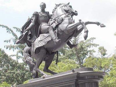 estatua-ecuestre-de-el-libertador-simon-bolivar