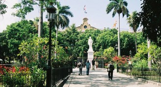 plaza-de-armas-havana-cuba-statue-cespedes-behind-capitanes-generales