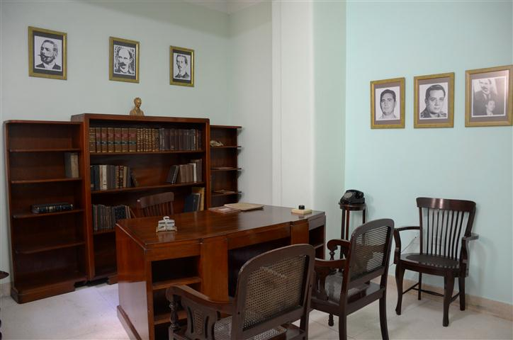 Bufete Azpiazo-Castro-Resende, ubicado en el apartamento 306 del no. 57 de la calle Tejadillo, entre Cuba y Aguiar