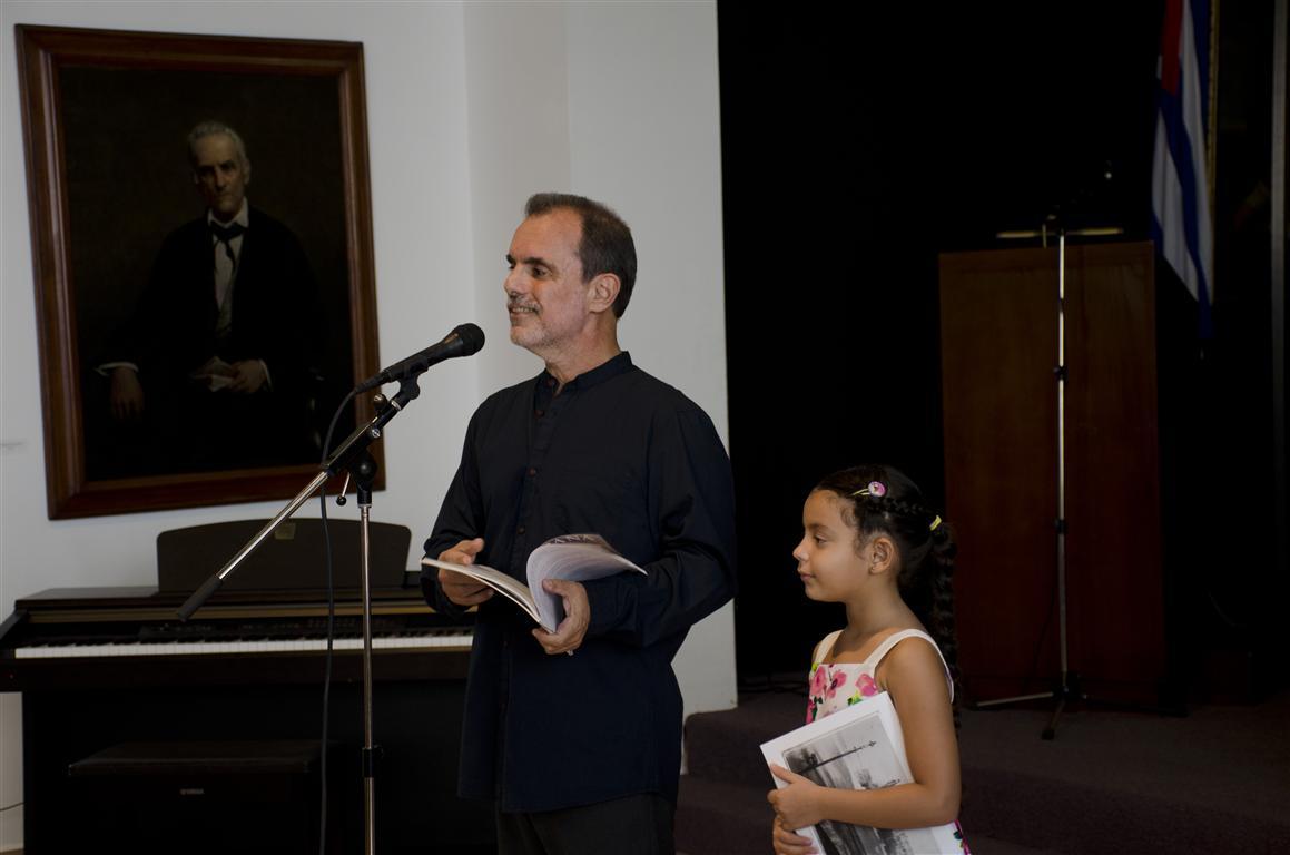 PRESENTACIÓN OPUS ARGEL NIÑA AUTORA DEL DIBUJO (Medium)