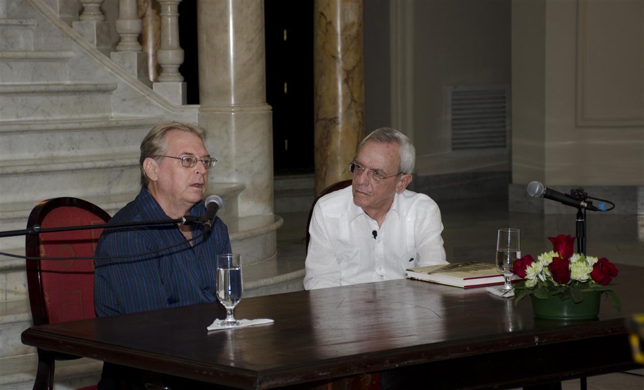 El investigador y autor del libro, Francisco Rey Alfonso junto al Doctor Eusebio Leal Spengler, Historiador de la Ciudad de La Habana