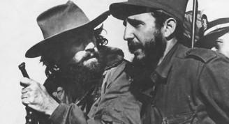 Fidel y Camilo en el jeep ocupado por la columna No. 17 Abel Santamaría que conduce a los héroes por las avenidas capitalinas, el 8 de enero de 1959. Foto: Sitio Fidel Soldado de las Ideas.