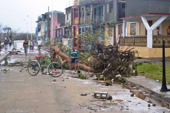 Mayores daños materiales en #Baracoa después de #HuracanMatthew: tendido eléctrico y telefónico y cubierta de viviendas Hablan las #imágenes