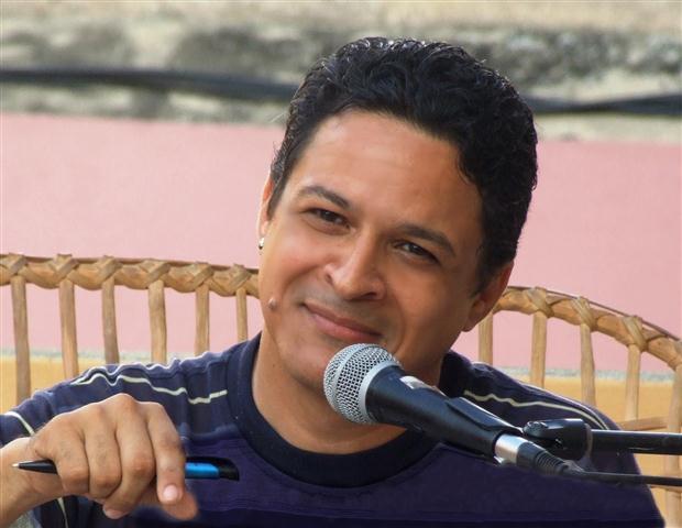 Reinaldo Cedeño en la peña Letras compartidas Emisora Radio Mambi (Small)