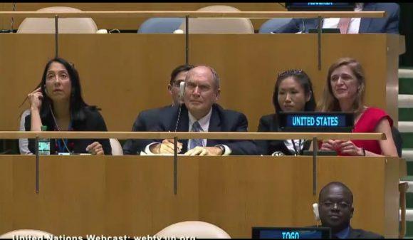 La Embajadora Samantha Power en el podio de Estados Unidos en ONU