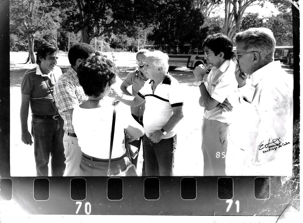 Fotograma de un noticiero filmado en la playa de Baconao en Santiago de Cuba, cuyo material junto a la obra del cineasta Santiago Alvarez forman parte del fondo de patrimonio mundial de la cultura en la Unesco