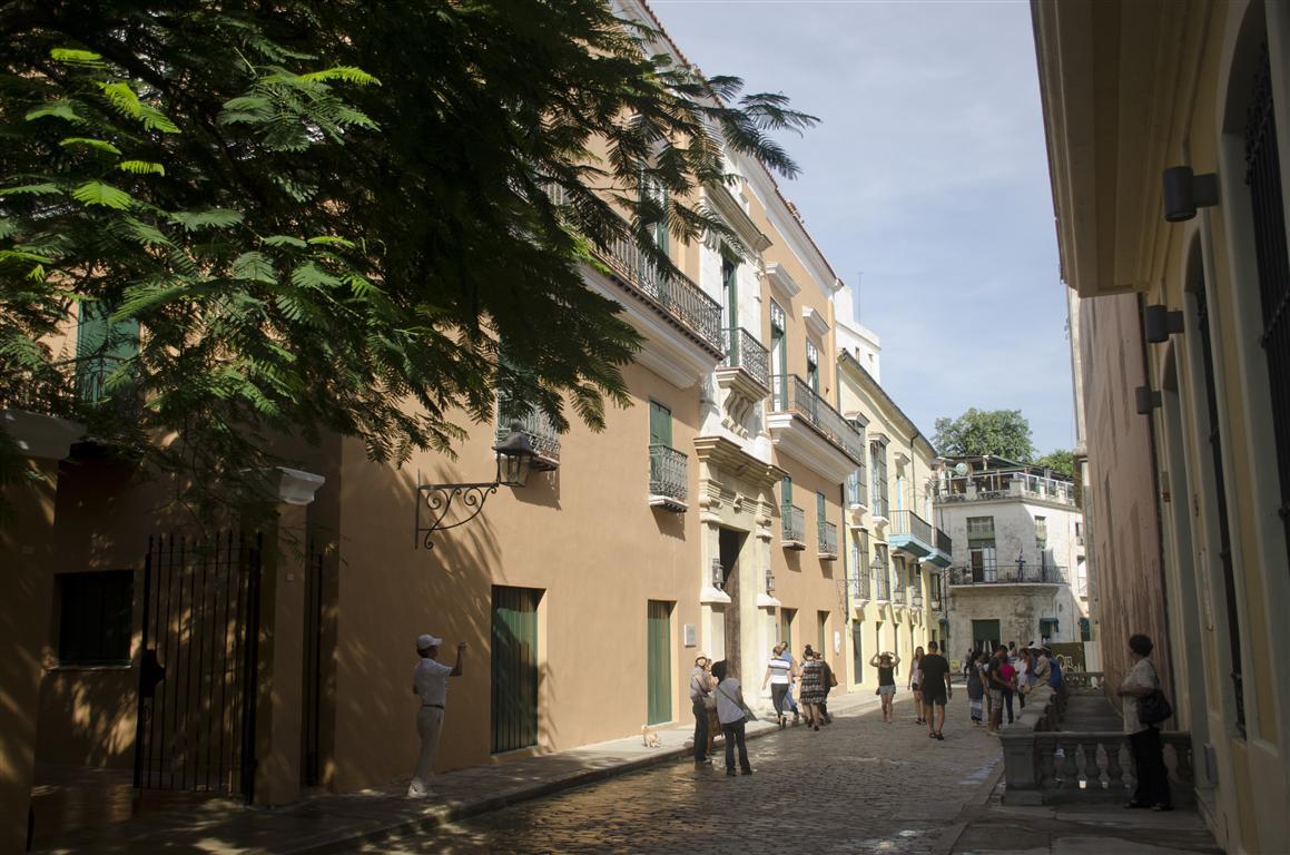 Fachada principal por la calle Mercaderes. Foto: Alexis Rodríguez