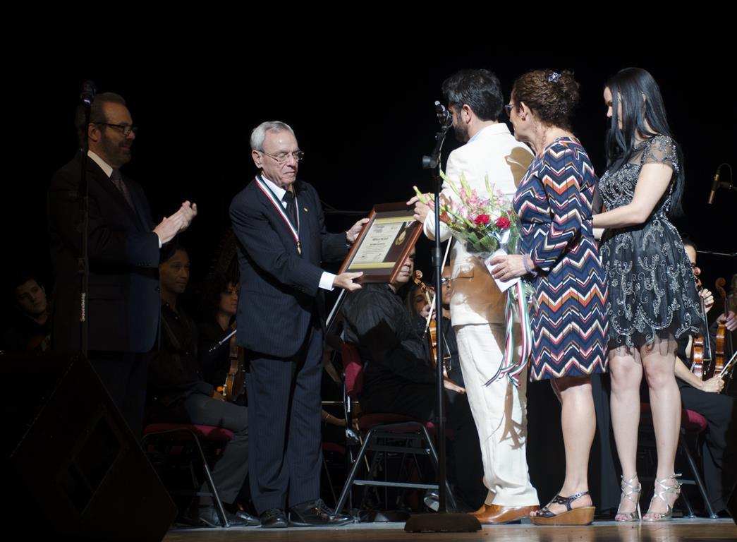 acto homenaje entrega de reconocimiento 2 (Medium)