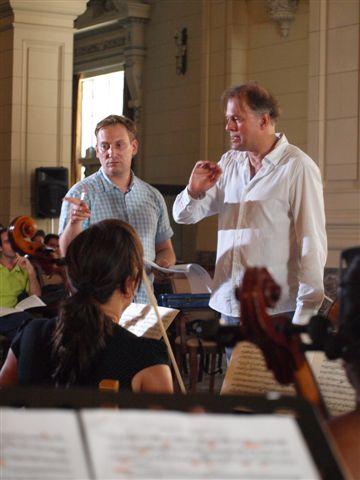 Pablo de Pedro, el viola solista de la Ensemble Balthasar Neumann de Alemania y Thomas Hengelbrock, violinista y musicólogo alemán