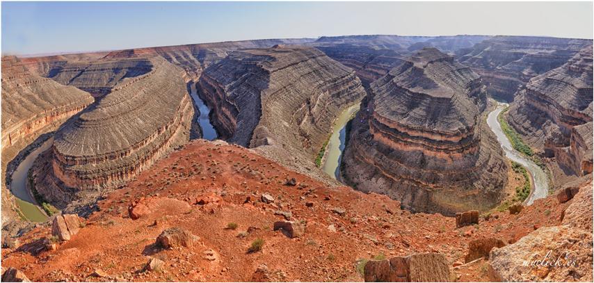 Paisaje formado por un río que forma meandros
