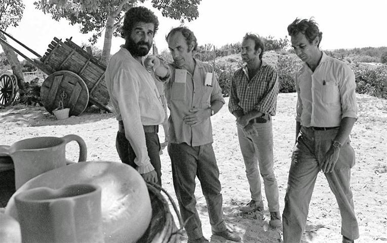Filmación de Una pelea cubana contra los demonios (1971). De izquierda a derecha: Raúl Pomares, Tomás Gutiérrez Alea, Mario García Joya y Vicente Revuelta.